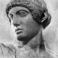 Аполлон с западного фронтона храма Зевса в Олимпии. Голова. Мрамор. 460—450 гг. до н. э. Олимпия. Музей