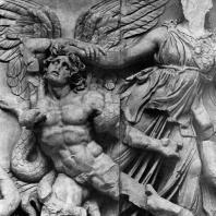 Афина и гигант Алкионей. Фрагмент фриза Пергамского алтаря. Мрамор. Около 180 г. до н. э. Берлин