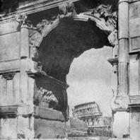 Вид на Колизей через арку Тита