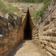 Царский курган близ Керчи. Дромос. 4 в. до н. э.