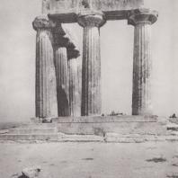Коринф. Южный фасад святилища Аполлона. Фото: Анджей Дзевановский