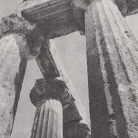 Коринф. Святилище Аполлона, антаблемент юго-западного угла перистасиса. Фото: Анджей Дзевановский