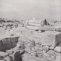 Коринф. Агора, памятник Гнею Бабию Филину. Фото: Анджей Дзевановский