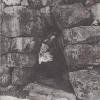Тиринф. Боковой выход из замка в южной стене. Фото: Анджей Дзевановский