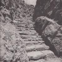 Тиринф. Лестница, ведущая к боковому выходу из замка. Фото: Анджей Дзевановский