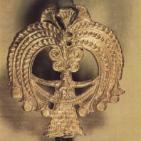 Микены. Золотая головка серебряной булавки, найденная в 3-ем захоронении могильного круга А, XVI в. до н.э. Фото: Анджей Дзевановский