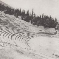 Аргос. Греческий театр IV в. до н.э., перестроенный одновременно с одеоном, т.е. во II в. н.э. Фото: Анджей Дзевановский