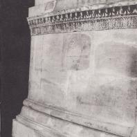 Эпидавр. Купольная постройка-толос, фрагмент реконструированного ортостата. Музей. Фото: Анджей Дзевановский