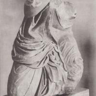 Эпидавр. Женская фигура, так называемая Гекуба, с восточного фронтона святилища Асклепия. Национальный музей в Афинах. Фото: Анджей Дзевановский