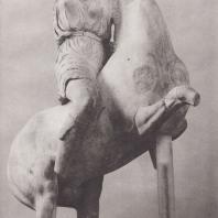 Эпидавр. Амазонка на коне с западного фронтона святилища Асклепия. Национальный музей в Афинах. Фото: Анджей Дзевановский