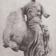 Эпидавр. Нереида на коне, боковой акротерий святилища Асклепия, ок. 380, г. до н.э. Национальный музей в Афинах. Фото: Анджей Дзевановский