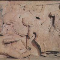 Дельфы. Сокровищница сифносцев. Другая часть фриза, изображающая борьбу богов с гигантами