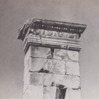 Дельфы. База статуи Прусия, фрагмент. Вид с севера