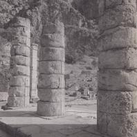 Дельфы. Храм Аполлона. Колонны. Вид из интерьера храма в восточном направлении