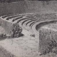 Дельфы. Стадион, часть сидений для зрителей с запад ной стороны