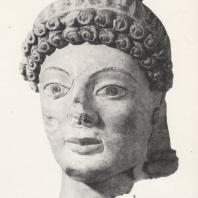 Раскрашенная голова несохранившейся статуи Афины. Терракота, ок. 480 г. до н.э. Музей в Олимпии. Фото: Анджей Дзевановский