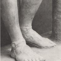 Олимпия. Ноги статуи Гермеса. Фото: Анджей Дзевановский