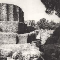 Олимпия. Храм Зевса. Вид стилобата с юго-западной угловой части. Фото: Анджей Дзевановский