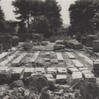 Олимпия. Храм Зевса. Фундаменты базы статуи Зевса, выполненной Фидием. Фото: Анджей Дзевановский
