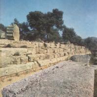 Олимпия. Храм Зевса, вид стилобата с южной стороны. Фото: Анджей Дзевановский