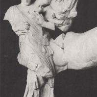 Храм Зевса. Западный фронтон. Кентавр Эврит, похищающий Дейдамию, невесту Пейрифоя. Музей в Олимпии. Фото: Анджей Дзевановский