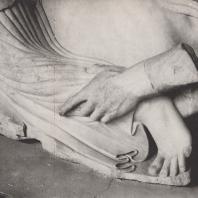 Рука кентавра, схватившего ногу лапифянки. Храм Зевса. Восточный фронтон. Музей в Олимпии. Фото: Анджей Дзевановский