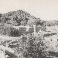 Олимпия. Вид на мастерскую Фидия, находившуюся за пределами Альтиса, с его западной стороны, напротив храма Зевса. Фото: Анджей Дзевановский