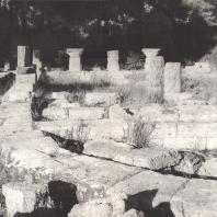 Олимпия. Булевтерий. Апсида, завершающая постройку с западной стороны. Фото: Анджей Дзевановский