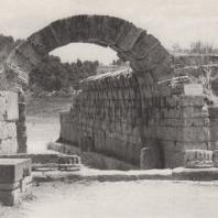 Олимпия. Ворота, ведущие из Альтиса на стадион. Фото: Анджей Дзевановский