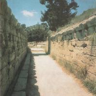 Олимпия. Криптопортик, ведущий на стадион. Римский период. Фото: Анджей Дзевановский