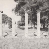 Олимпия. Палестра. На переднем плане часть западного портика. Фото: Анджей Дзевановский