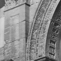 Пальмира. Фрагмент арки с архитектурной декорацией. Большая колоннада, II век.