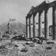 Пальмира. Общий вид западного квартала города с руинами турецкого замка на вершине холма