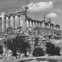 Пальмира. Внешняя колоннада храма Бела, юго-западная угловая часть, II век