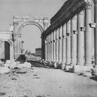 Пальмира. Так называемая триумфальная арка (трипилон), вид с запада, II век
