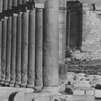 Пальмира. Фрагмент Большой колоннады, в глубине святилище Бела, II век