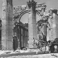 Пальмира. Так называемая триумфальная арка (трипилон), вид с северо-востока