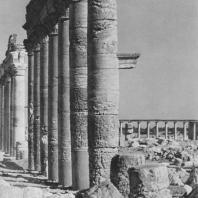 Пальмира. Часть Большой колоннады, в глубине агора, II век