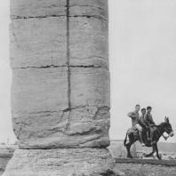 Пальмира. Один из столбов при Большой колоннаде, II век