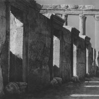 Пальмира. Входы в лавки на площади вблизи театра. Вид с юго-востока