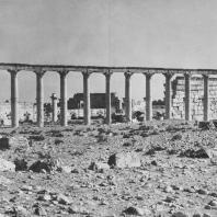 Пальмира. Вид Большой колоннады с юго-западной стороны, в глубине агора, II век