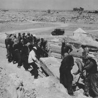 Пальмира. Устранение блоков из так называемого Храма знамён. Польские археологические раскопки 1966 г.