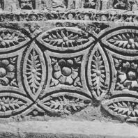 Пальмира. Фрагмент геометрического архитектурного декора из так называемого Храма знамён, III век