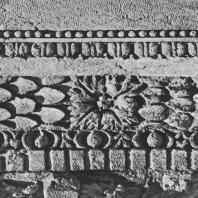 Пальмира. Фрагмент архитектурной декорации из так называемого Храма знамён