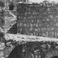 Пальмира. Аркады двора и лестница внутри турецкого замка