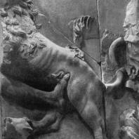 Алтарь Зевса в Пергаме. Правое крыло большого фриза. Лев, терзающий гиганта, справа часть фигуры богини Реи