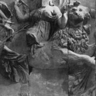 Алтарь Зевса в Пергаме. Южная сторона большого фриза. Кибела на льве — мать богов и источник жизни на земле