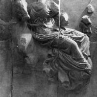 Алтарь Зевса в Пергаме. Южная сторона большого фриза. Селена; богиня луны, на коне