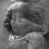 Алтарь Зевса в Пергаме. Южная сторона большого фриза. Эос на коне (деталь)