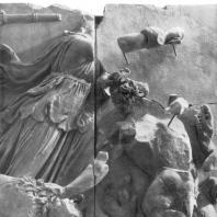 Алтарь Зевса в Пергаме. Южная сторона большого фриза. Астерия в борьбе со змееногим гигантом